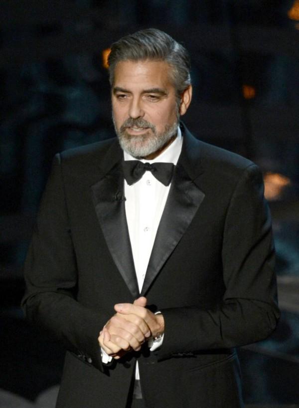 """""""Argo"""" vô địch Oscar, Nữ chính xuất sắc vấp ngã khi lên nhận giải 42"""
