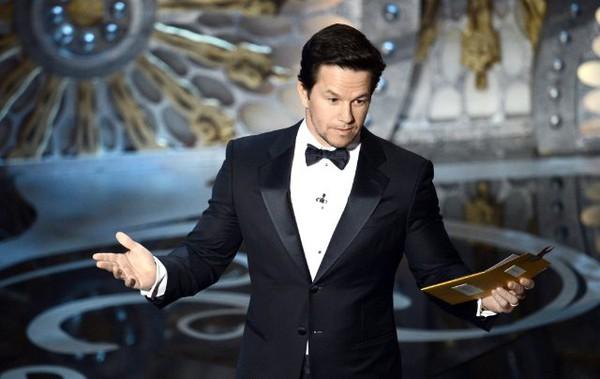 """""""Argo"""" vô địch Oscar, Nữ chính xuất sắc vấp ngã khi lên nhận giải 34"""