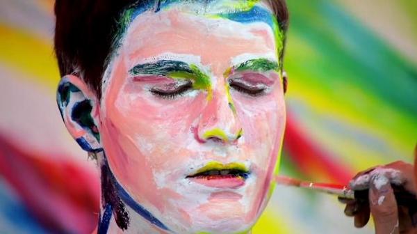 Nghệ sĩ biến ô tô và người thành tranh vẽ 8