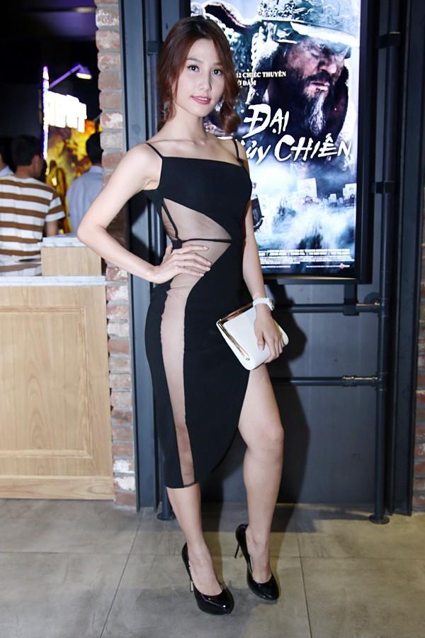 Sao Việt đẹp-xấu với thời trang xẻ từ-đầu-đến-chân 10