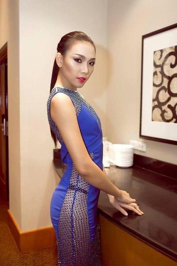 Sao Việt đẹp-xấu với thời trang xẻ từ-đầu-đến-chân 13