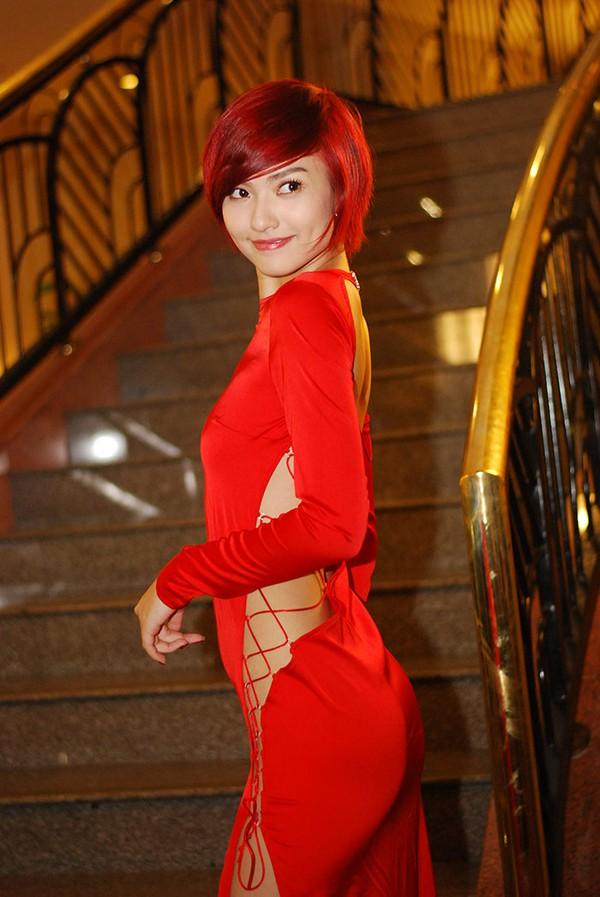 Sao Việt đẹp-xấu với thời trang xẻ từ-đầu-đến-chân 2