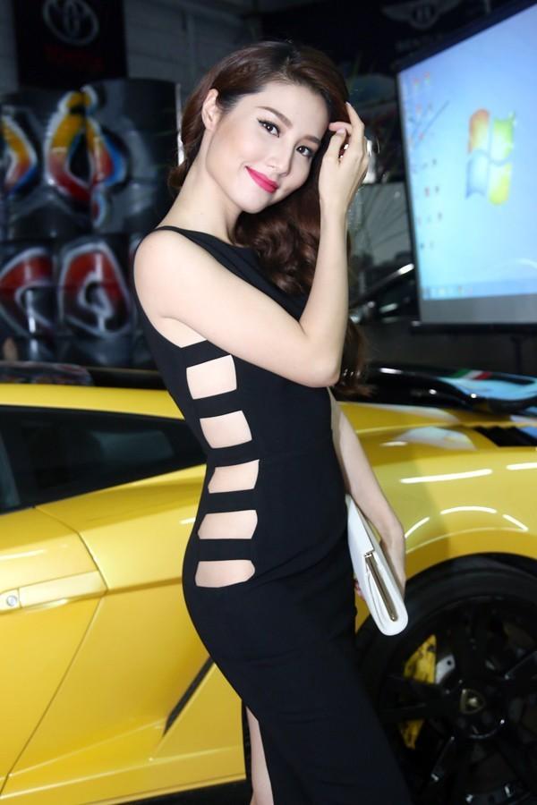 Sao Việt đẹp-xấu với thời trang xẻ từ-đầu-đến-chân 5