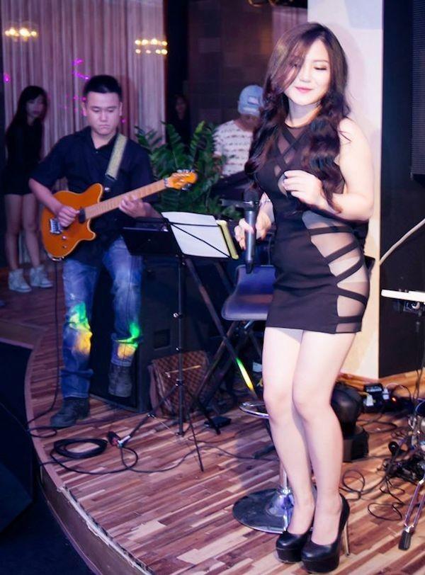Sao Việt đẹp-xấu với thời trang xẻ từ-đầu-đến-chân 7