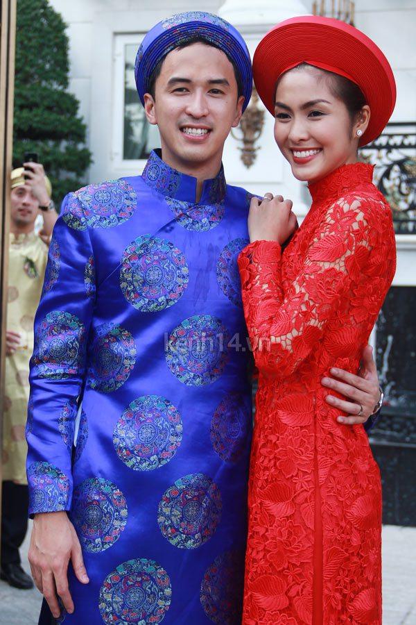 """Vẻ đẹp """"hút hồn"""" đậm chất Việt của sao với áo dài màu đỏ truyền thống 6"""