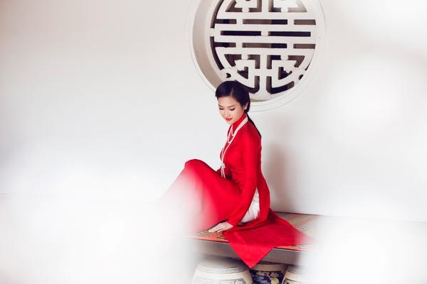 """Vẻ đẹp """"hút hồn"""" đậm chất Việt của sao với áo dài màu đỏ truyền thống 20"""
