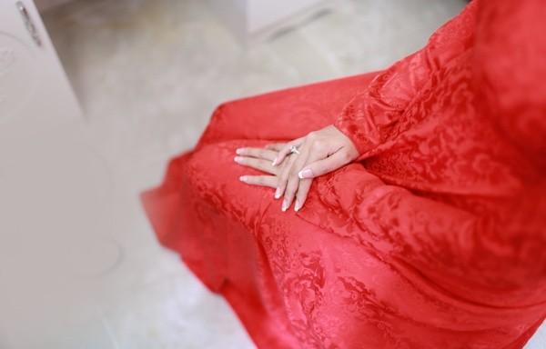 """Vẻ đẹp """"hút hồn"""" đậm chất Việt của sao với áo dài màu đỏ truyền thống 18"""