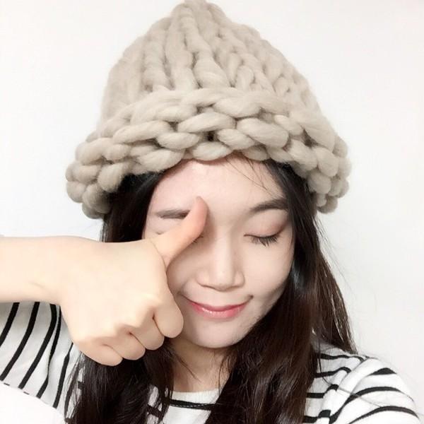 """Giới trẻ Hàn """"sốt"""" với chiếc mũ beanie sợi to ngộ nghĩnh 1"""