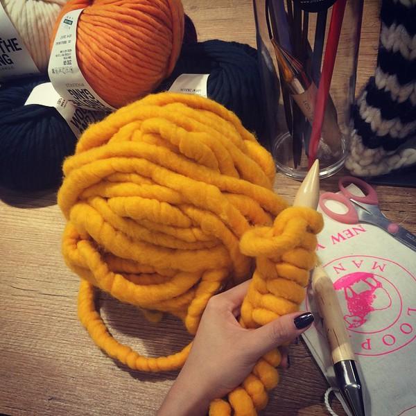 """Giới trẻ Hàn """"sốt"""" với chiếc mũ beanie sợi to ngộ nghĩnh 17"""