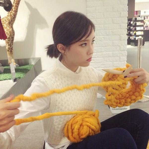 """Giới trẻ Hàn """"sốt"""" với chiếc mũ beanie sợi to ngộ nghĩnh 18"""