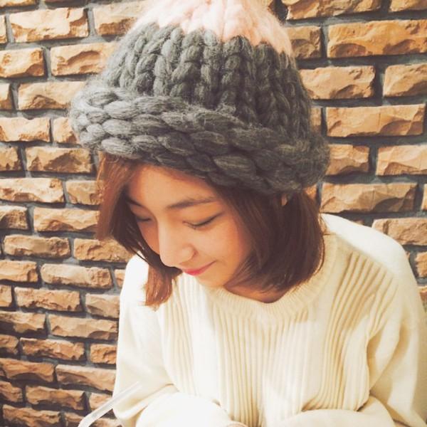 """Giới trẻ Hàn """"sốt"""" với chiếc mũ beanie sợi to ngộ nghĩnh 2"""