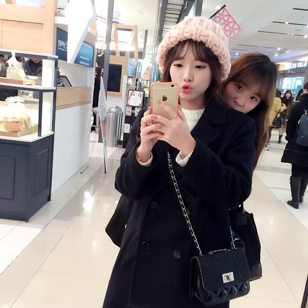 """Giới trẻ Hàn """"sốt"""" với chiếc mũ beanie sợi to ngộ nghĩnh 3"""