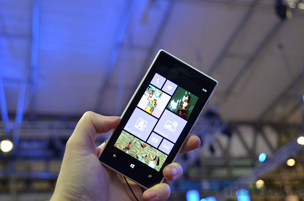 """Lumia 520 và 720: Giá quá rẻ mà lại """"chất"""" 13"""