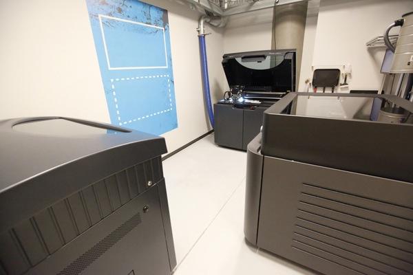 Microsoft Surface từng được tạo nên từ bìa cứng và băng dính 3