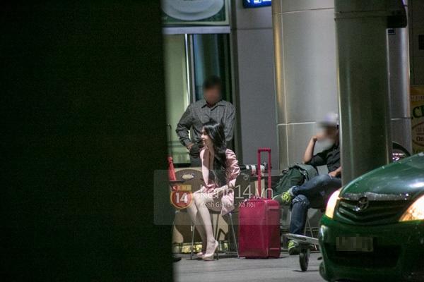 Ngọc Trinh diện quần siêu ngắn nổi bật ở sân bay  1
