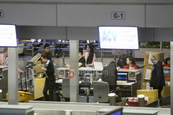 Ngọc Trinh diện quần siêu ngắn nổi bật ở sân bay  12