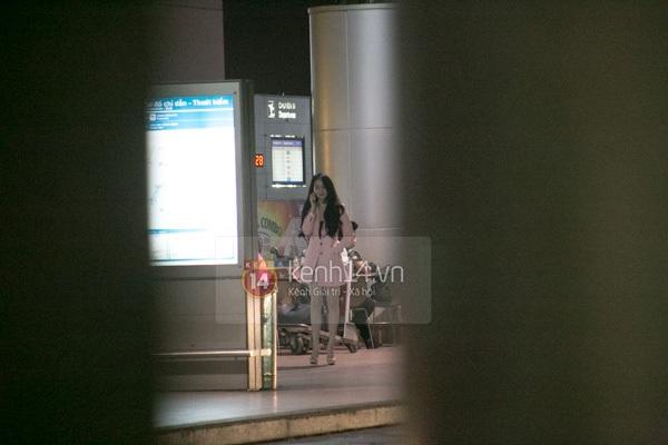 Ngọc Trinh diện quần siêu ngắn nổi bật ở sân bay  2