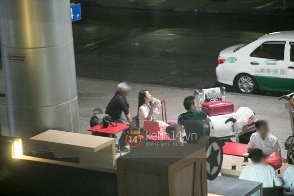 Ngọc Trinh diện quần siêu ngắn nổi bật ở sân bay  5