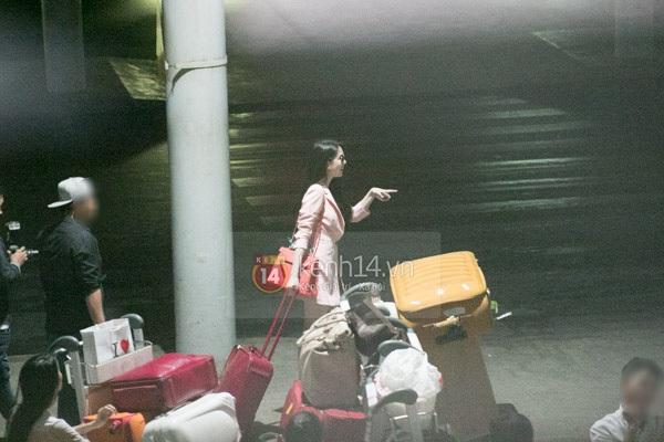 Ngọc Trinh diện quần siêu ngắn nổi bật ở sân bay  6