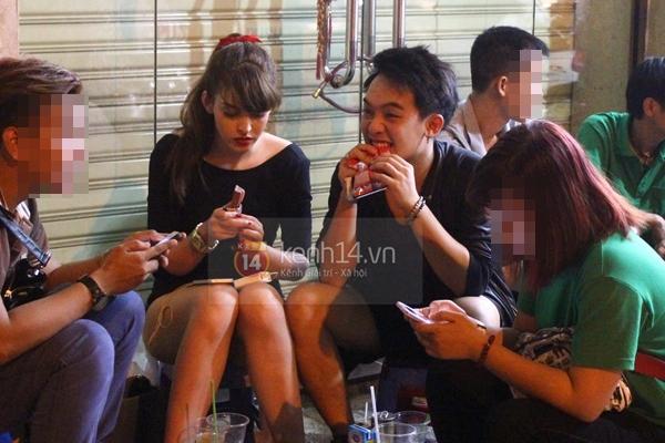 """Bắt gặp Andrea """"hẹn hò"""" Phở Đặc Biệt cafe đêm khuya tại Sài Gòn  6"""