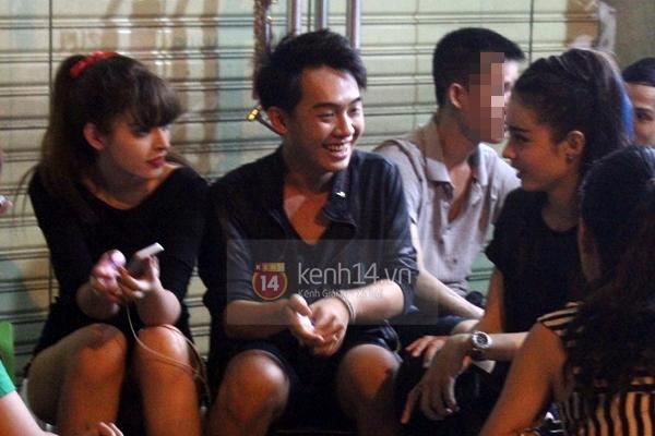 """Bắt gặp Andrea """"hẹn hò"""" Phở Đặc Biệt cafe đêm khuya tại Sài Gòn  8"""