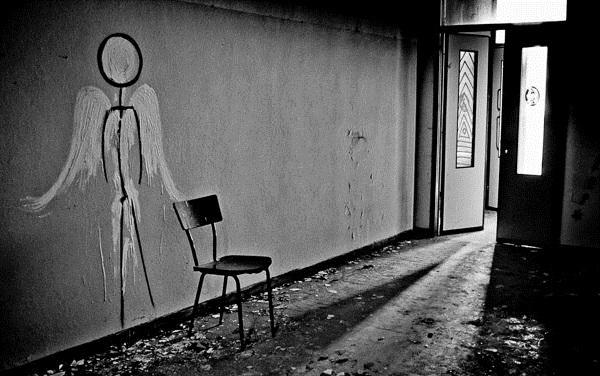 Thăm nhà thương điên bỏ hoang thời chiến tranh 3