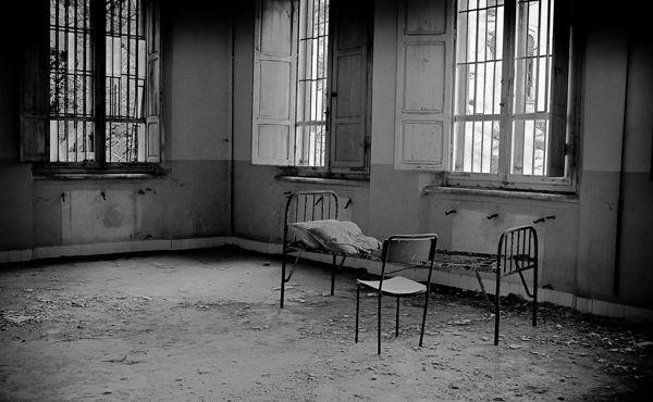 Thăm nhà thương điên bỏ hoang thời chiến tranh 7