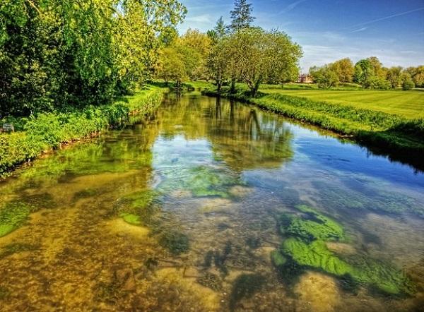 """Cảnh tượng tuyệt đẹp dưới những dòng sông """"trinh nữ"""" 1"""