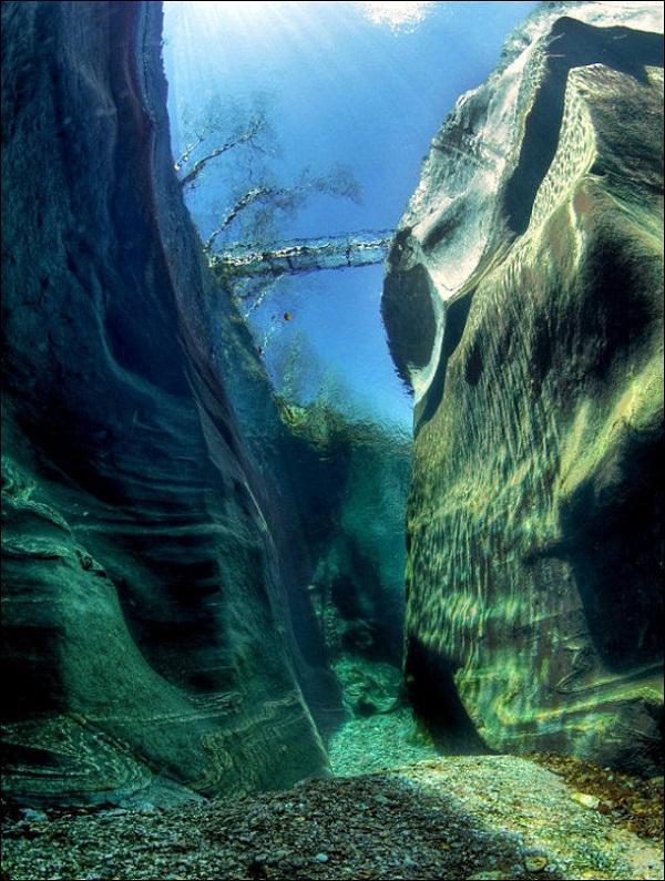 """Cảnh tượng tuyệt đẹp dưới những dòng sông """"trinh nữ"""" 6"""