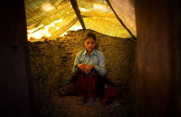 Tục lệ xua đuổi phụ nữ khi đến kỳ kinh nguyệt ở Nepal 1
