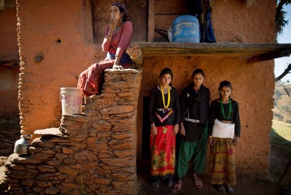 Tục lệ xua đuổi phụ nữ khi đến kỳ kinh nguyệt ở Nepal 2