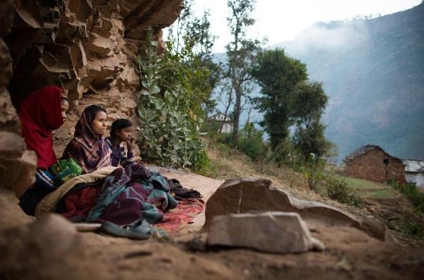 Tục lệ xua đuổi phụ nữ khi đến kỳ kinh nguyệt ở Nepal 3