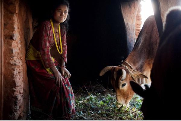 Tục lệ xua đuổi phụ nữ khi đến kỳ kinh nguyệt ở Nepal 10