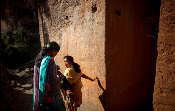 Tục lệ xua đuổi phụ nữ khi đến kỳ kinh nguyệt ở Nepal 9