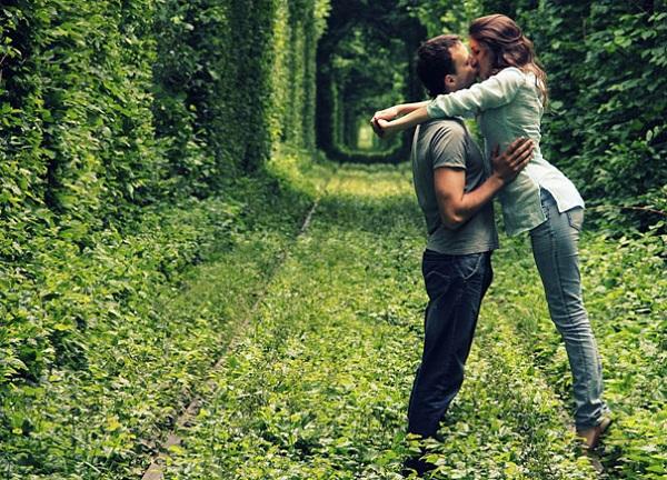 Những con đường tình yêu đẹp ngỡ ngàng trên thế giới 10