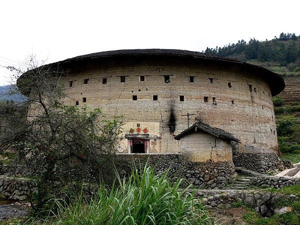 """Những """"vương quốc nhỏ"""" trong lâu đài đất ở Trung Quốc 6"""