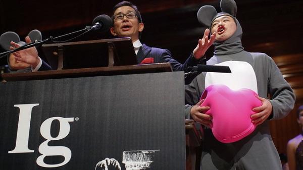 """Giải thưởng """"Nobel lộn ngược 2013"""" khiến bạn đứng hình 7"""