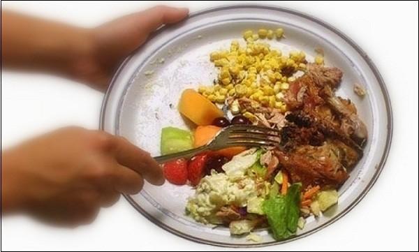"""Hình ảnh và video đáng sợ về """"độ tham ăn"""" của con người 14"""