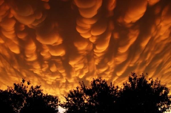 Điềm báo đáng sợ của những đám mây kỳ lạ 7