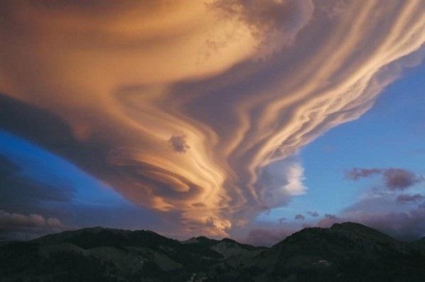 Điềm báo đáng sợ của những đám mây kỳ lạ 16