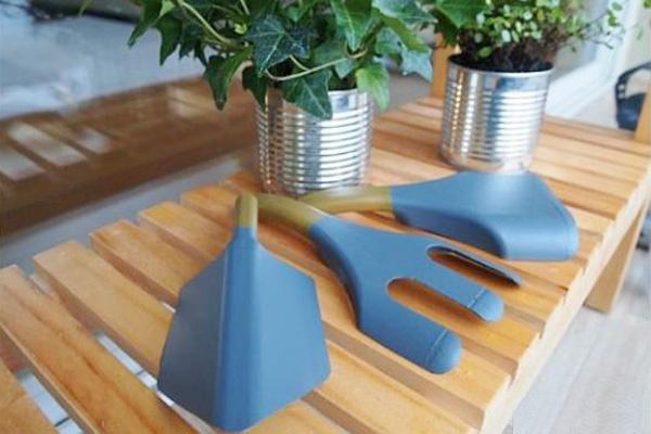 Tái chế chai nhựa thành bộ dụng cụ làm vườn xinh xắn 6