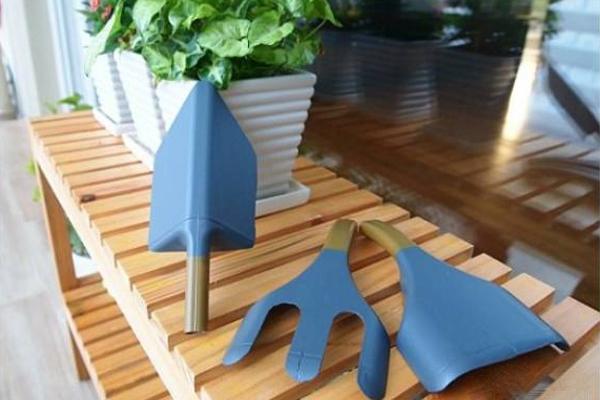 Tái chế chai nhựa thành bộ dụng cụ làm vườn xinh xắn 7