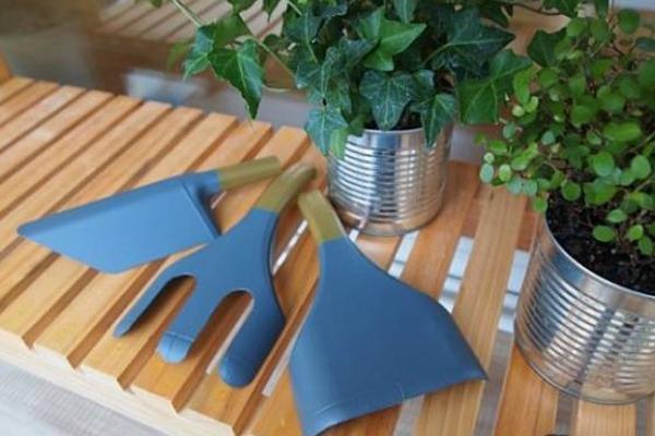 Tái chế chai nhựa thành bộ dụng cụ làm vườn xinh xắn 8