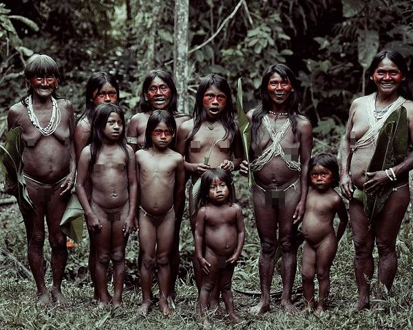 """Hình ảnh chân thực về bộ tộc """"mặc bikini"""" giống Adam và Eva 4"""