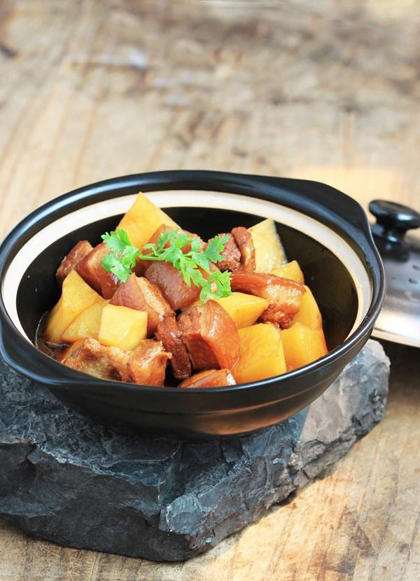 Ngày lạnh làm thịt kho khoai tây ăn với cơm nóng cực ngon 10