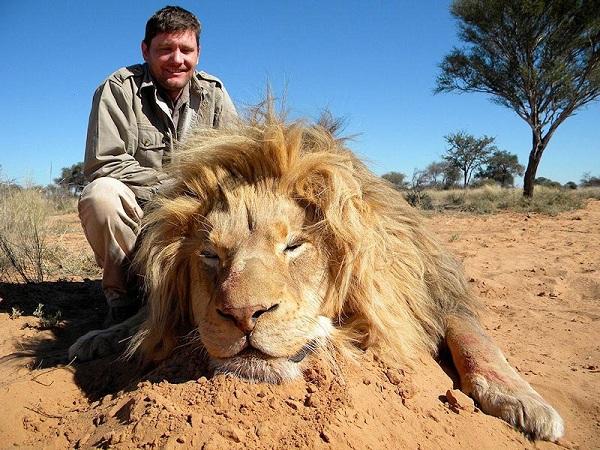 """Choáng với kiểu """"tính tiền"""" săn bắn động vật quý hiếm ở Châu Phi 6"""