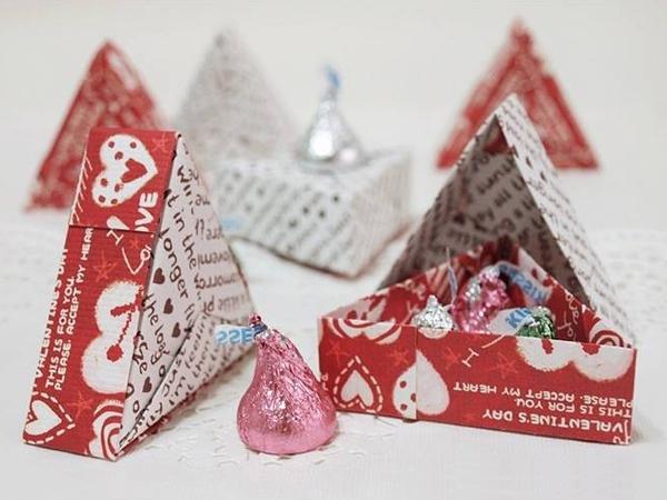 Học cách gấp hộp quà tam giác đơn giản và tiện lợi 10