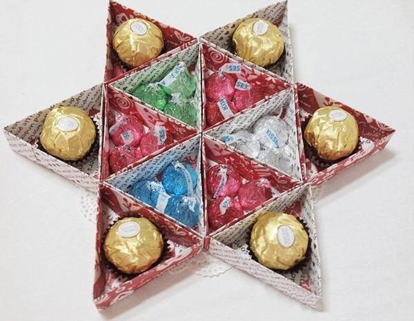 Học cách gấp hộp quà tam giác đơn giản và tiện lợi 12
