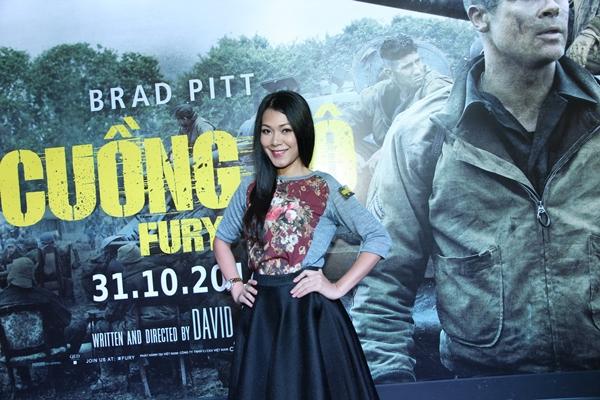 """Andrea vui vẻ khoác vai trai trẻ đi xem Brad Pitt """"Cuồng nộ"""" 5"""