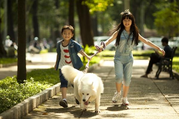 """Hai """"em bé đáng sợ nhất Việt Nam"""" cực đáng... yêu ngoài đời 8"""